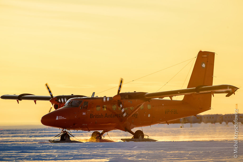 BAS Twin Otter taxiing after landing