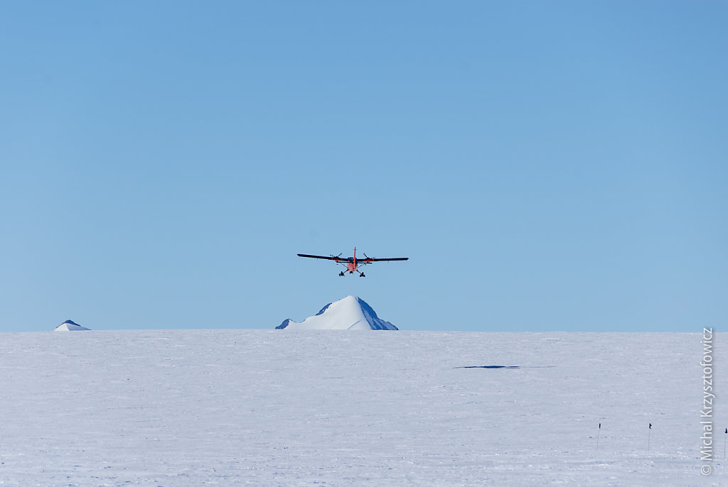 Twin Otter taking off