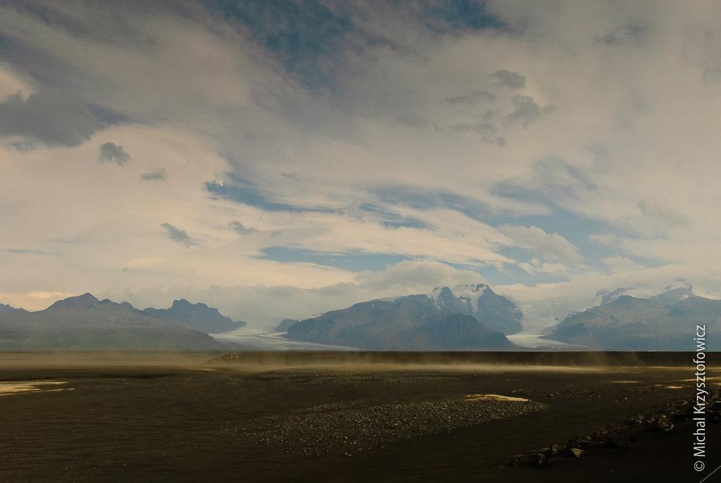 Volcanic ash and Vatnajökull Glacier