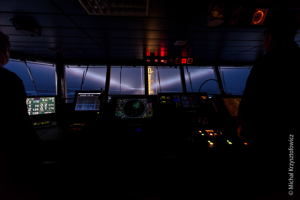Navigating through sea ice in darkness